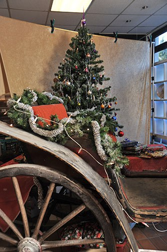 Christkind und Weihnachtsmann besuchen das VFG Second-Hand Kaufhaus